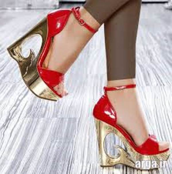 کفش پاشنه بلند پاشنه یکسره