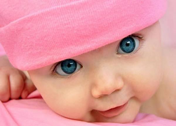 عکس کودک ناز با کلاه صورتی