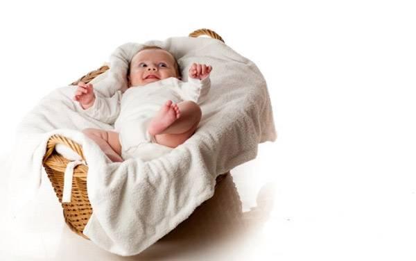 کودک در سبد