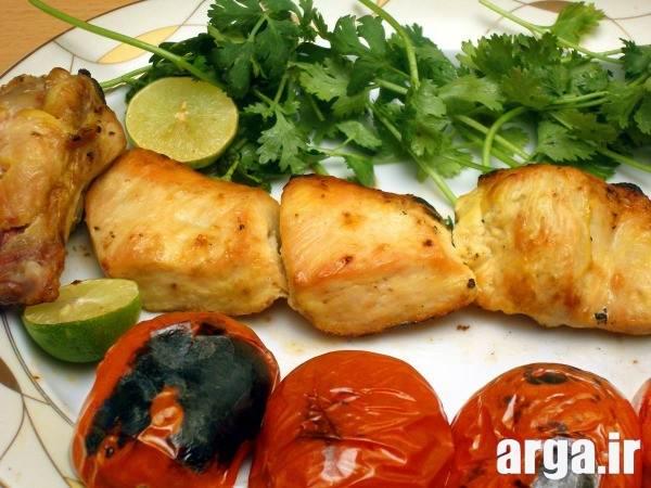 مرغ با سیخ چوبی