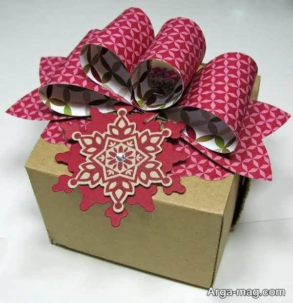 دیزاین جعبه کادو با روبان کاغذی