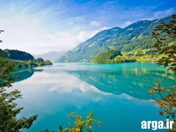 دریاچه در طبیعت