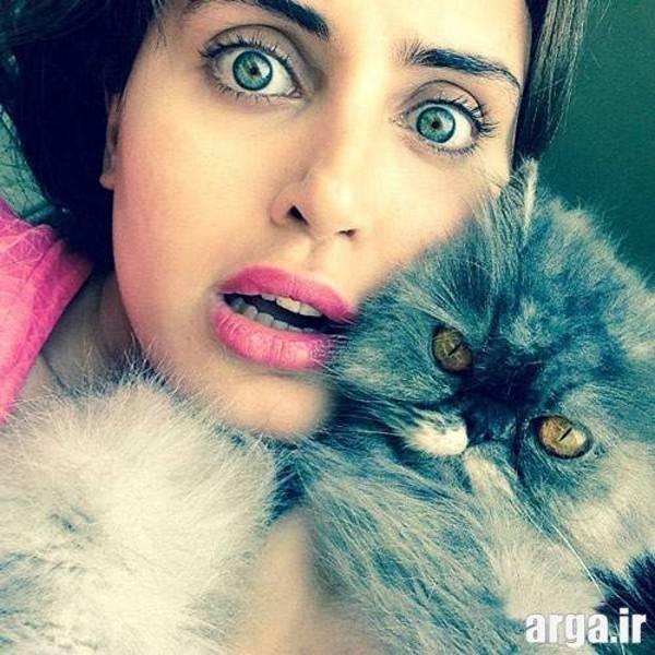 شاکردوست به همراه گربه اش