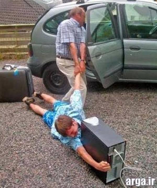 بچه معتاد اینترنت در عکس خنده دار