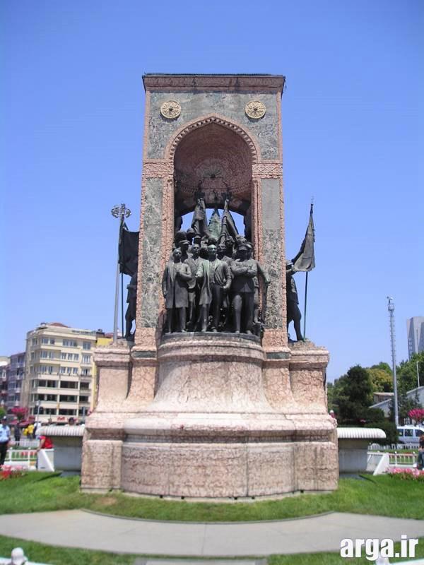 نمای نزدیک میدان تاکسیم استانبول