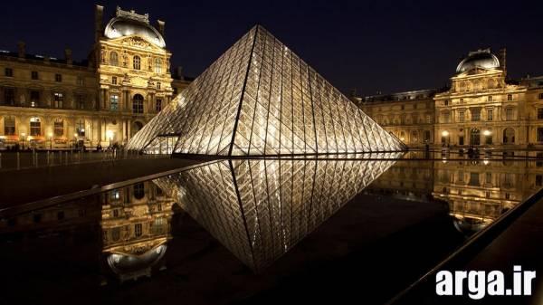 نمای بیرونی موزه لوور در پاریس