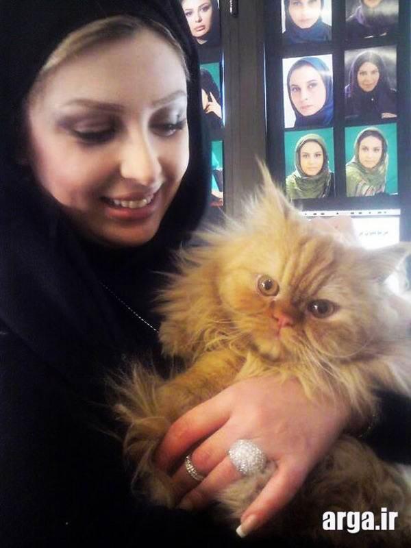 عکس نیوشا ضیغمی با گربه