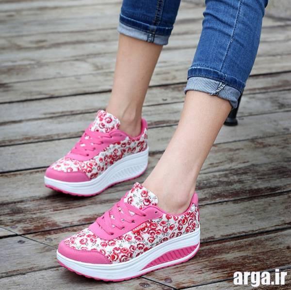 کفش اسپرت گلدار صورتی