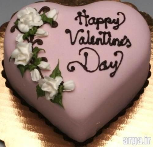 کیک تولد با تزیین گل سفید