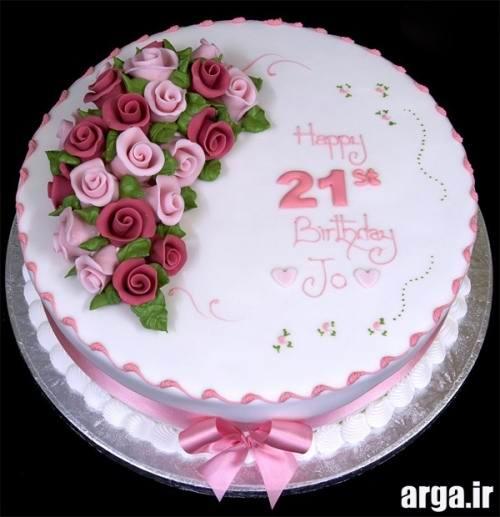 کیک تولد با تزیین گل