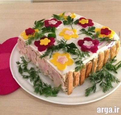 تهیه کیک مرغ و تزیین آن