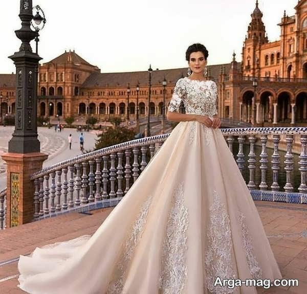 لباس عروس آستین دار با طرحی مدرن
