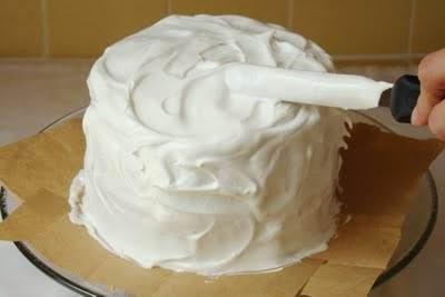 طرز تهیه خامه کیک قنادی در خانه و تزیینات روی کیک