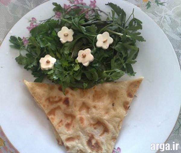 تزیین نان پنیر سبزی