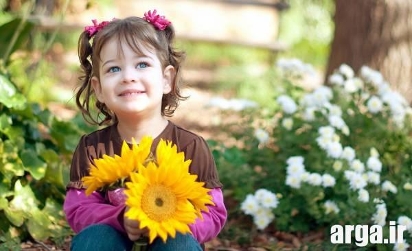 دختر بچه در باغ
