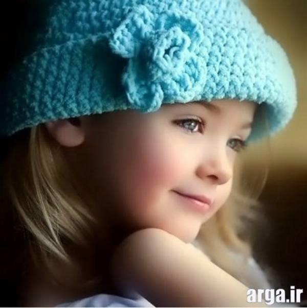 دختر بچه با کلاه آبی