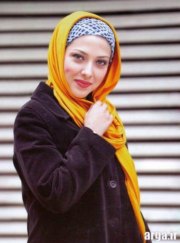 لیلا اوتادی با شال زرد