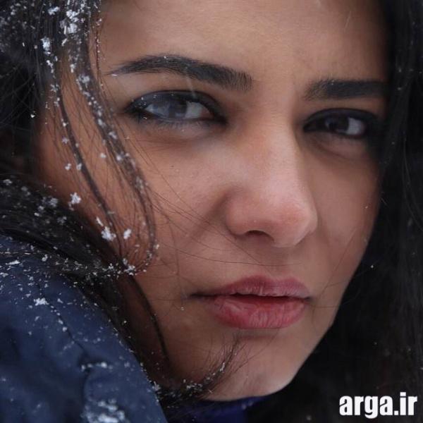 کیانی در هوای برفی