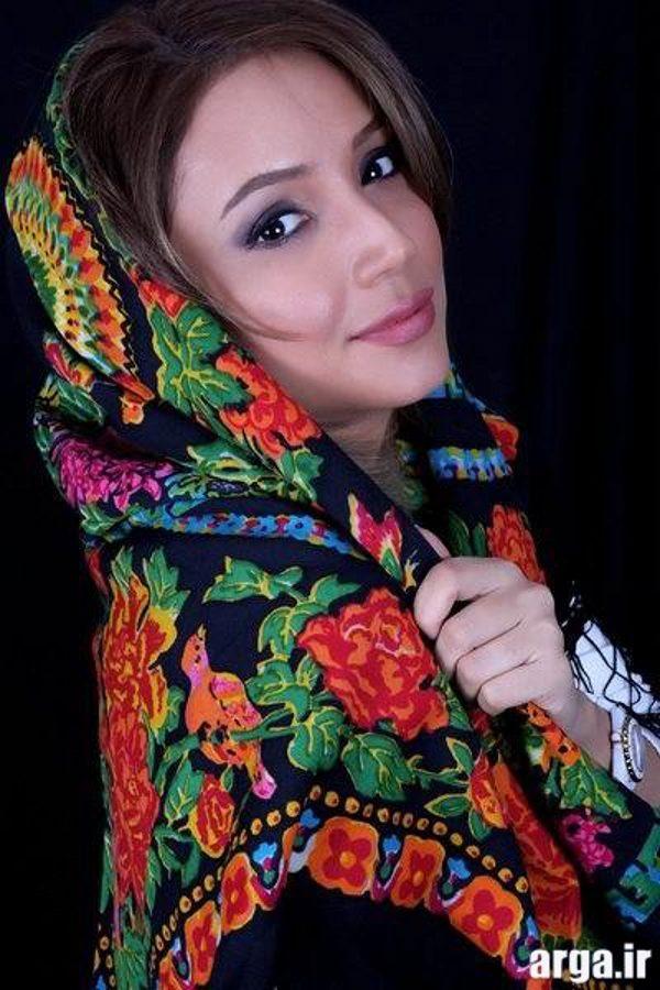 شبنم قلی خانی با شال سنتی