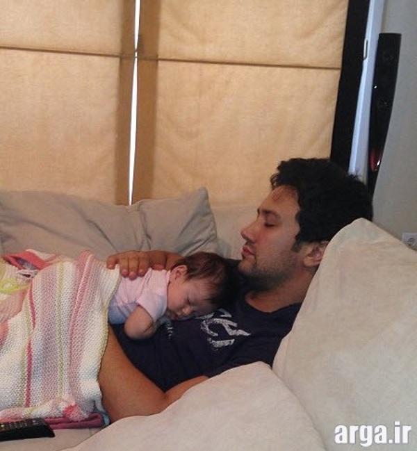 شاهرخ استخری و دخترش در خواب