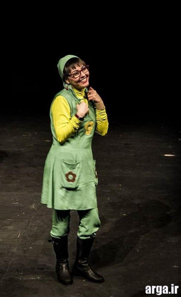 آناهیتا همتی در نمایش تئاتر