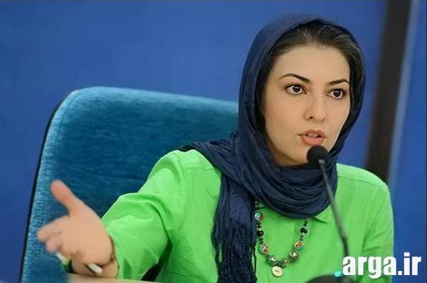 آناهیتا همتی در حال سخنرانی
