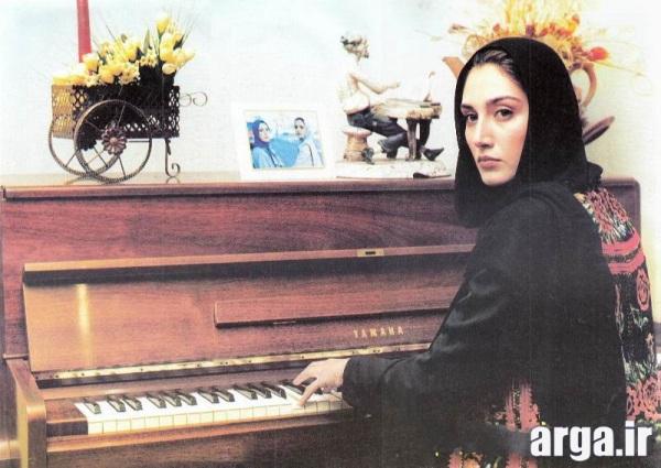 تهرانی در حال پیانو زدن