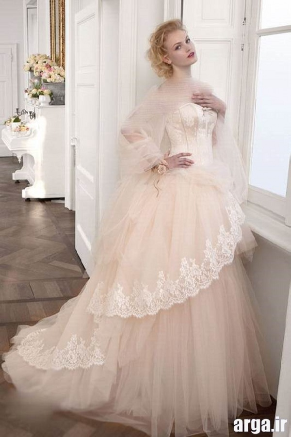لباس های رنگی عروس جدید