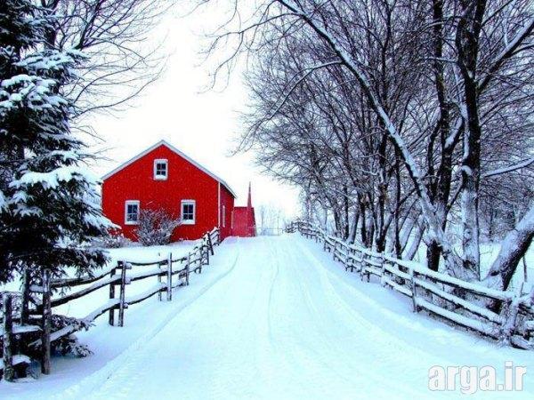 کلبه قرمز در منظره برفی