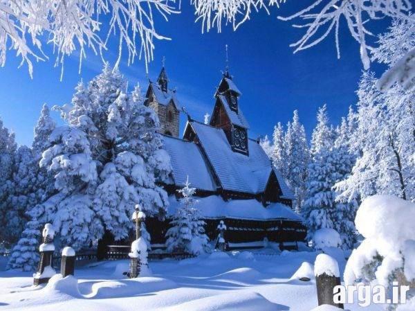 تصویری دیگر از یک کلبه زیبا در منظره برفی