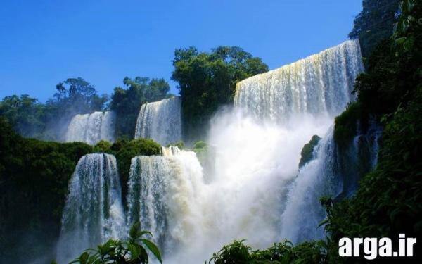 آبشاری زیبا در تصاویر طبیعت