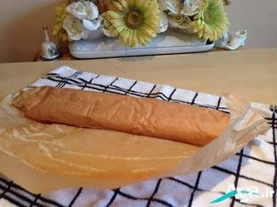 برداشتن کاغذ روغنی نان رولت