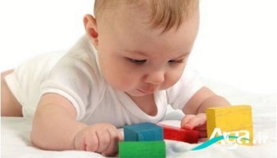 بازی با نوزاد هشت ماهه