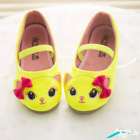 کفش بچه گانه به رنگ زرد