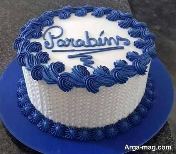 تزیینی از کیک با خامه