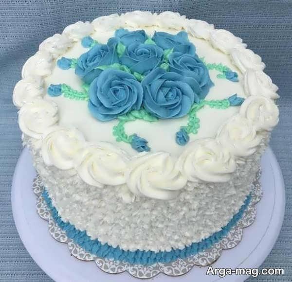 تزییناتی از کیک با خامه