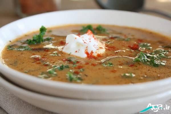 تزیین روی سوپ با خامه