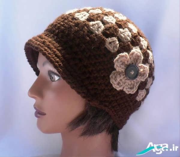 مدل کلاه بافتنی دخترانه قهوه ای با گل کرم