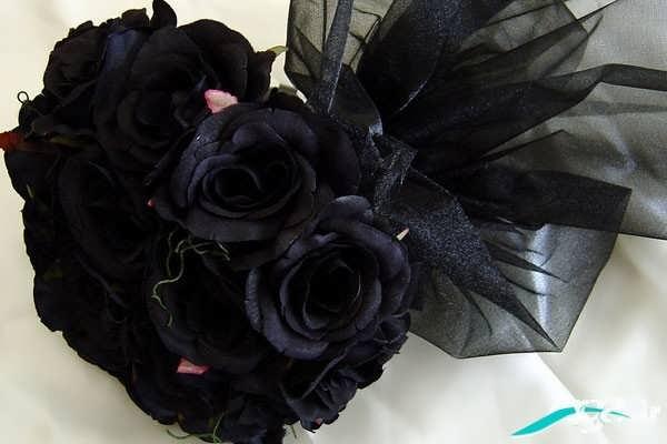 دسته گل رز سیاه
