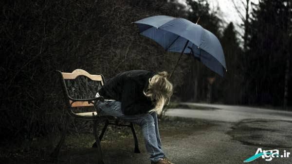 عکس تنهایی دختر روی نیمکت
