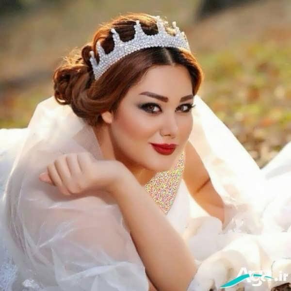 مدل آرایش موی عروس با فرق راست و بسته