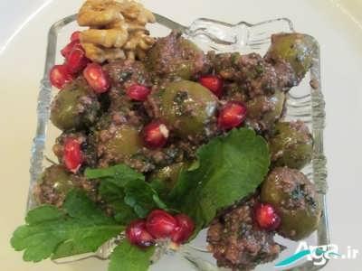 زیتون پرورده به همراه دانه های انار