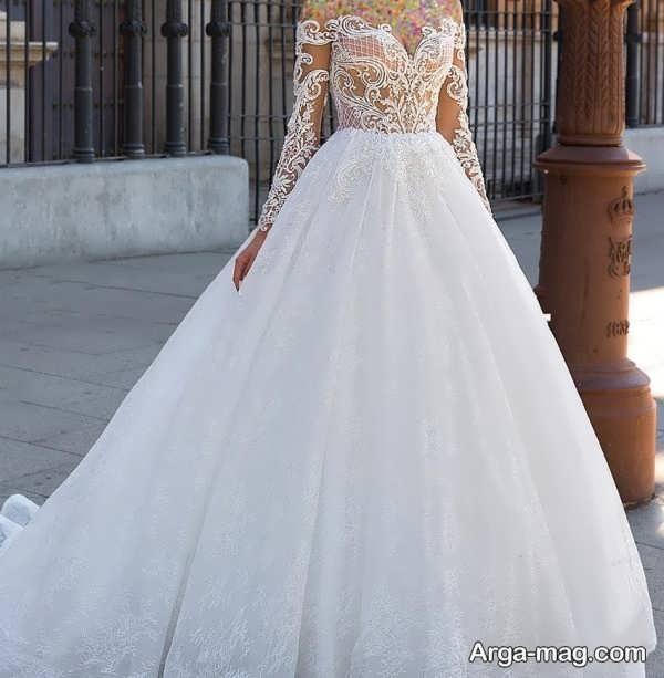 مدلی از پیراهن عروس دکلته