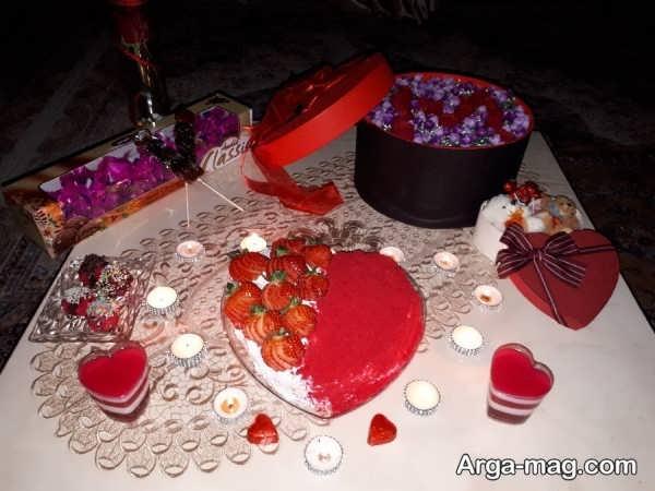 تزیینات میز تولد عاشقانه با طراحی ساده