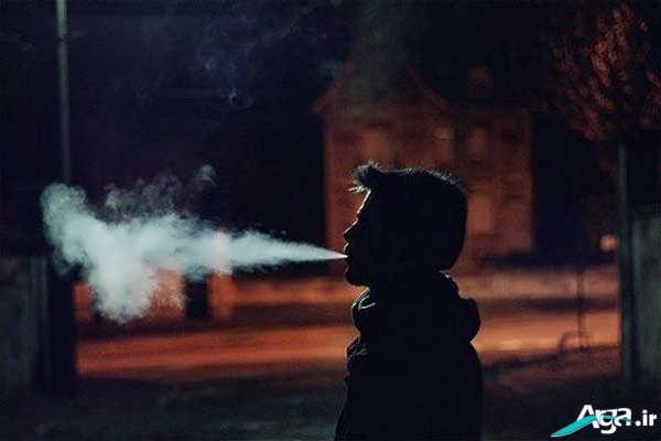 تنهایی پسر با سیگار