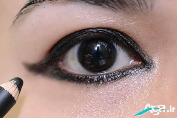 مدل بسیار ساده آرایش چشم