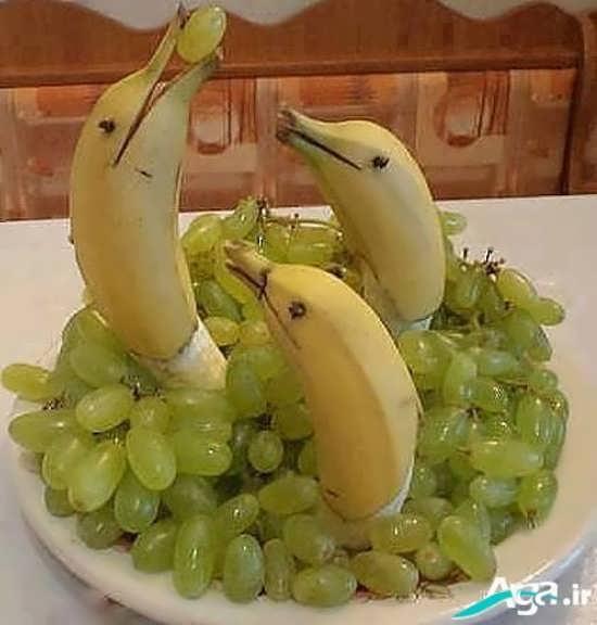 تزیین موز با انگور
