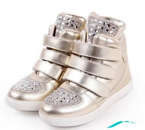 کفش کتانی طلایی رنگ