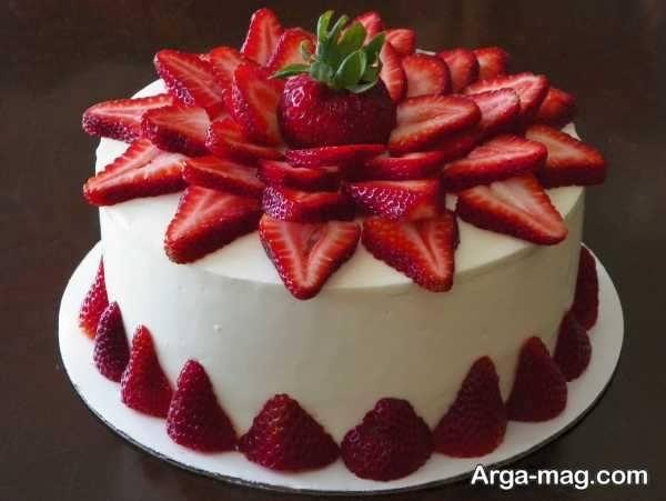 تزیینات هنرمندانه کیک خانگی با میوه