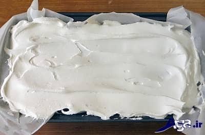 لایه آخر کیک بستنی باید بستنی سفید باشد